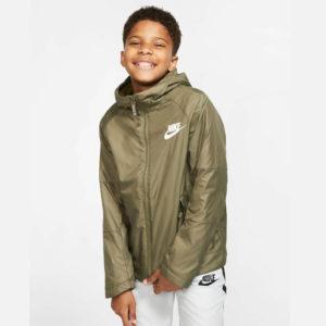sportswear-older-jacket-x8M6K2(1)